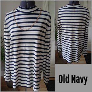 Old Navy Black & White Mock Turtleneck Sweater